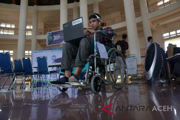 Mahasiswa Riau kembangkan kursi roda berkendali pikiran
