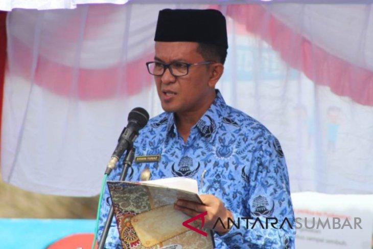 Wawako Maulana serahkan bea siswa Baznas