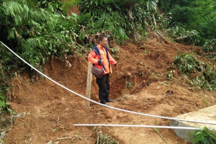BPBD Sukabumi evakuasi korban tewas tertimbun longsor