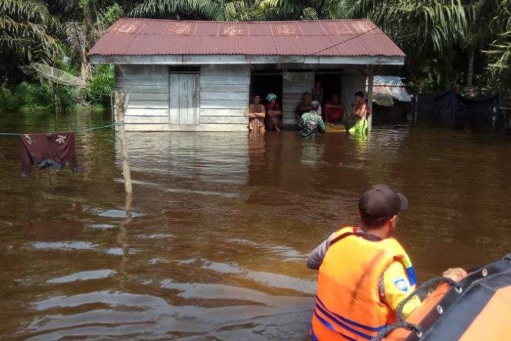 Aktivitas warga Aceh Selatan lumpuh akibat banjir