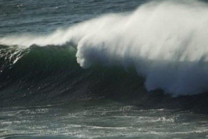 Peringatan BMKG, tinggi gelombang laut Selatan Jabar-DIY capai 6 meter