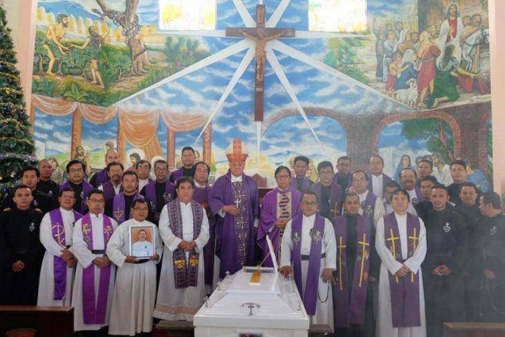 Bupati Sekadau ikut Misa Requem Pastor Martinus