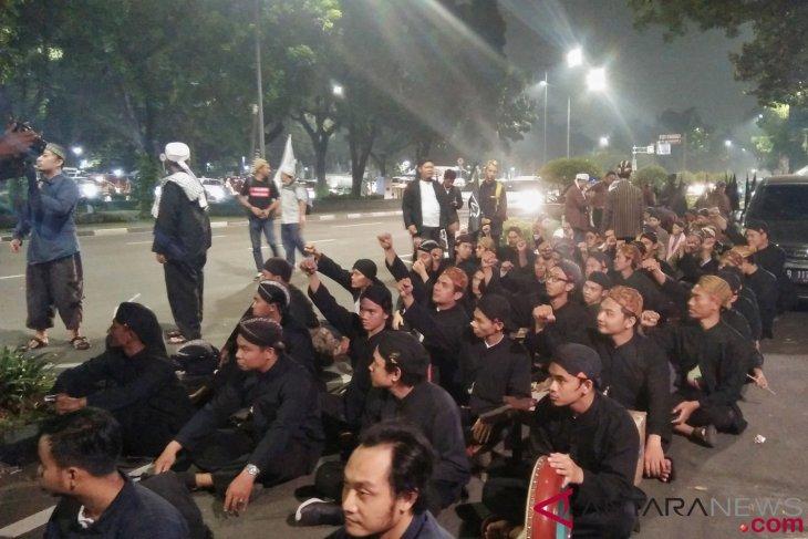 Peserta Reuni 212 Yogyakarta kenakan lurik dan blangkon