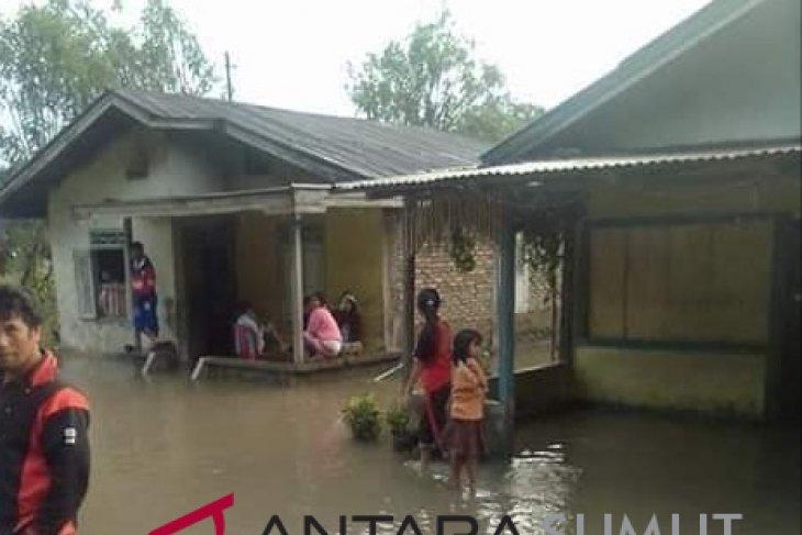 Banjir di Purbatua rusak jembatan dan rendam sembilan rumah
