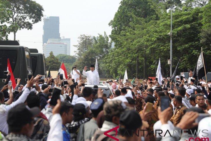 Massa Reuni 212 sambut kehadiran Prabowo