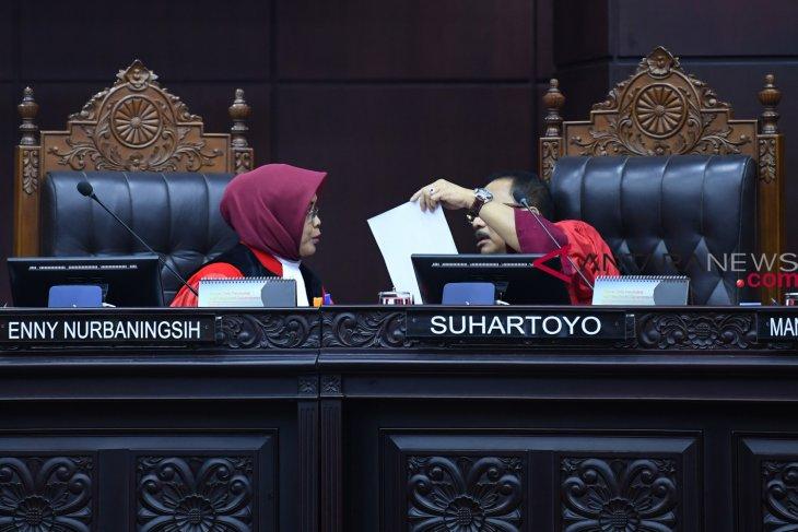 Hakim : Video perubahan situng hanya narasi akun