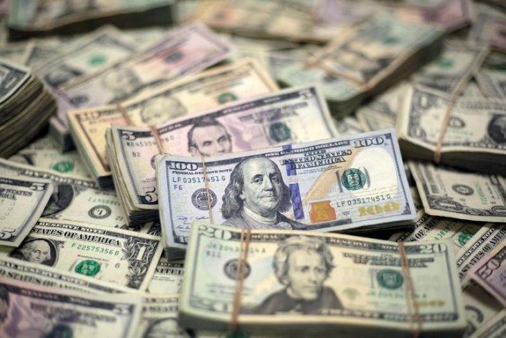 Dolar jatuh di tengah poundsterling yang lebih kuat