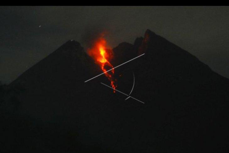 Gunung Merapi keluarkan awan panas guguran
