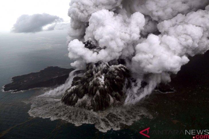 Gunung Anak Krakatau, Jumat, alami 15 kali letusan