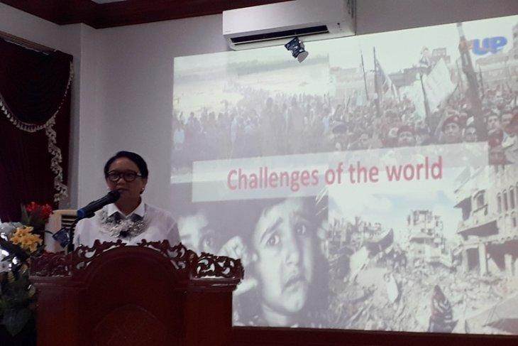 Menlu paparkan diplomasi di hadapan mahasiswa UP