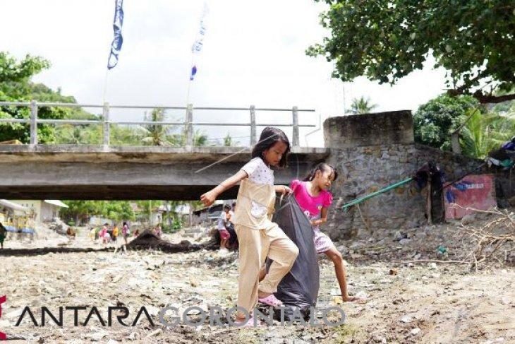 DLH Mukomuko angkut sampah di pemukiman penduduk