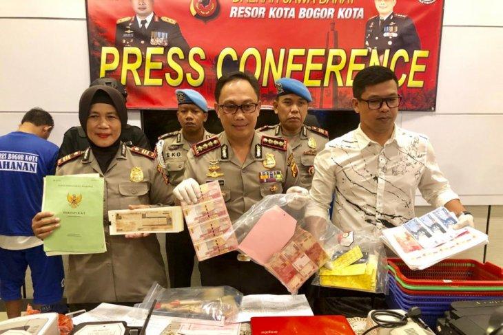 Dua pelaku pemalsuan uang di Bogor ditangkap