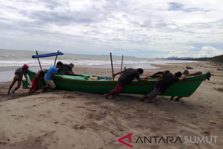 Nelayan Tapsel keluhkan  maraknya pukat harimau