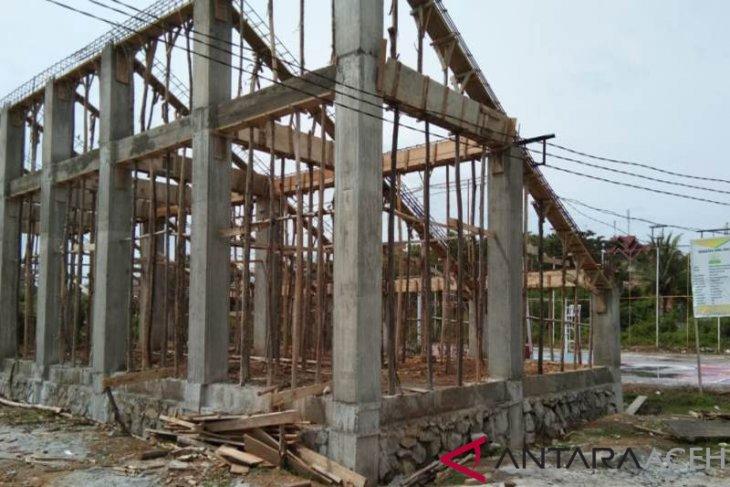 Pembangunan tribun lapangan voly di Aceh Jaya terhenti