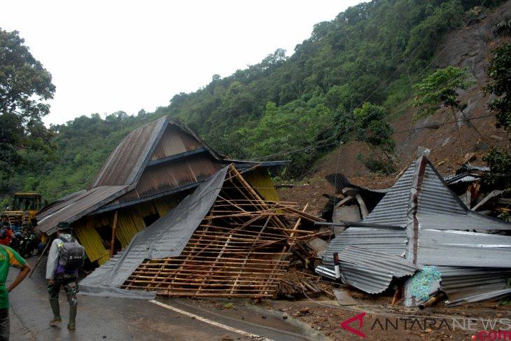 South Sulawesi's floods and landslides claim 29 lives: government