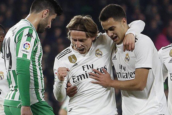 Tendangan bebas Ceballos menangkan Madrid atas Betis