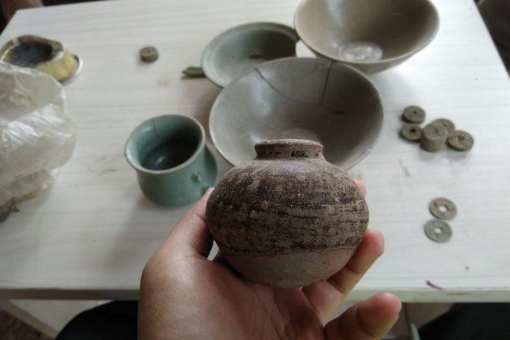 Benda-Benda Diduga dari Dinasti Ming Ditemukan Warga Trenggalek