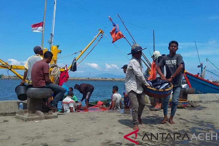 Nelayan diimbau perhatikan informasi gelombang laut