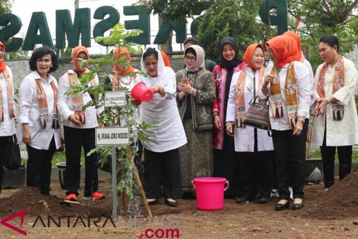 First Lady promotes public waste reduction campaign in Banyuwangi