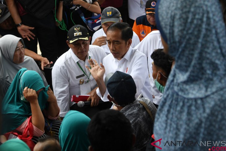 Indonesian president observes Lampung's tsunami-hit areas
