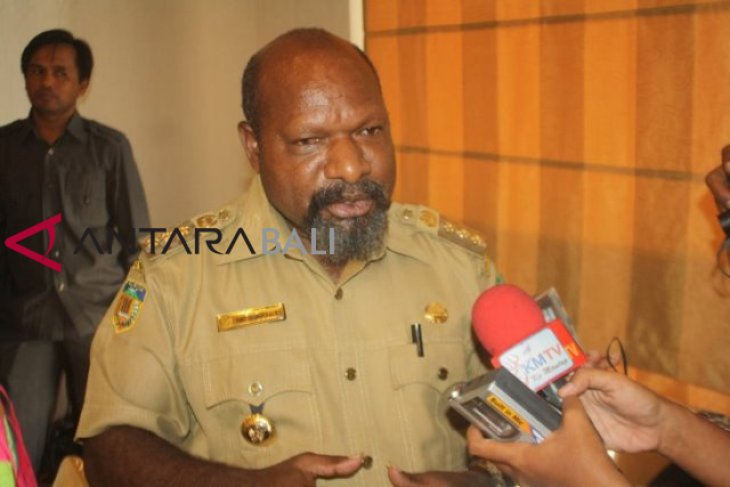 Bupati Nduga klarifikasi foto anaknya pegang bendera bintang kejora