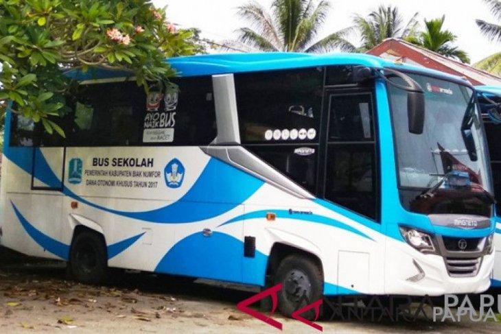 Gubernur Babel serahkan bantuan bus sekolah untuk Desa C2