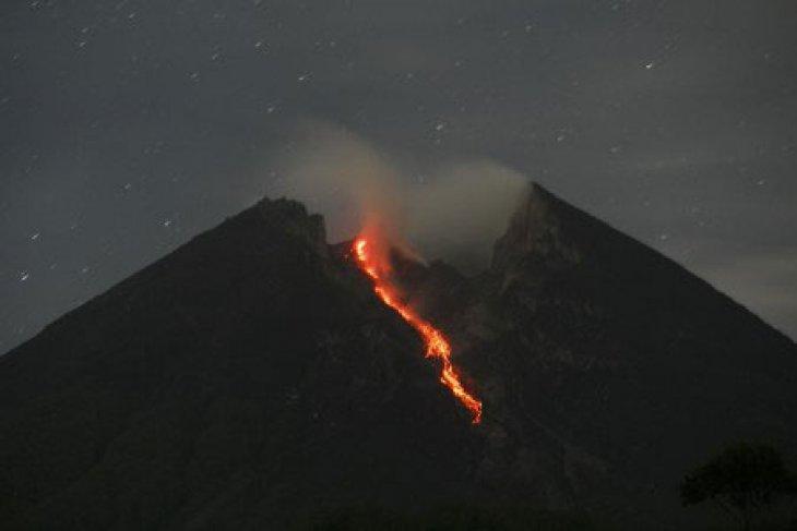 Gunung Merapi empat kali luncurkan guguran lava ke Kali Gendol