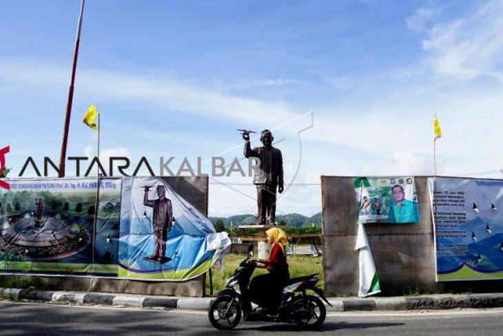 Patung BJ Habibie dalam tahap pembangunan