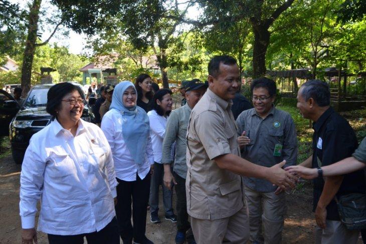 Menteri LHK Tinjau Balai TNUK Pasca-Tsunami Selat Sunda