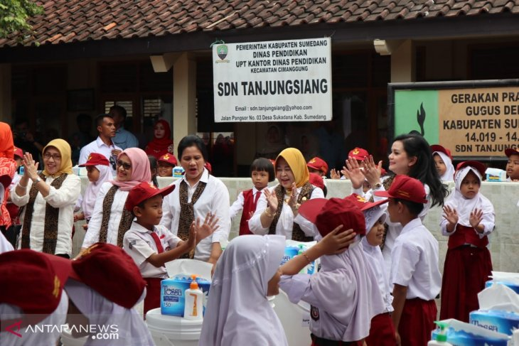 Teaching disaster risk reduction at Indonesian schools