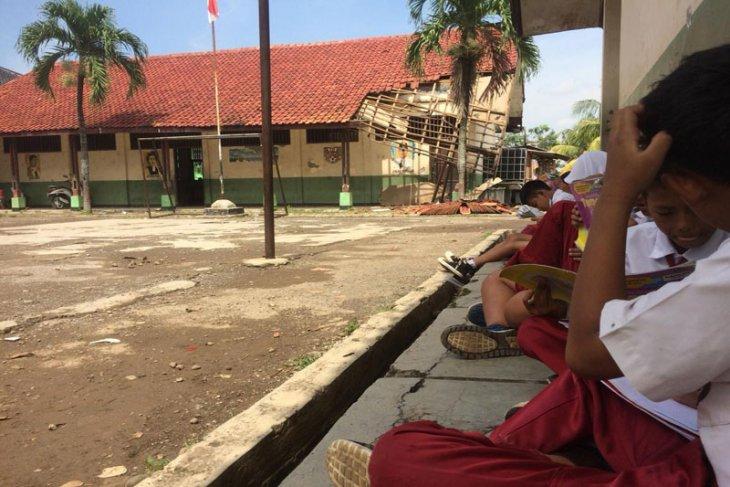 Dinas Pendidikan Bekasi renovasi gedung SDN 01 Cicau