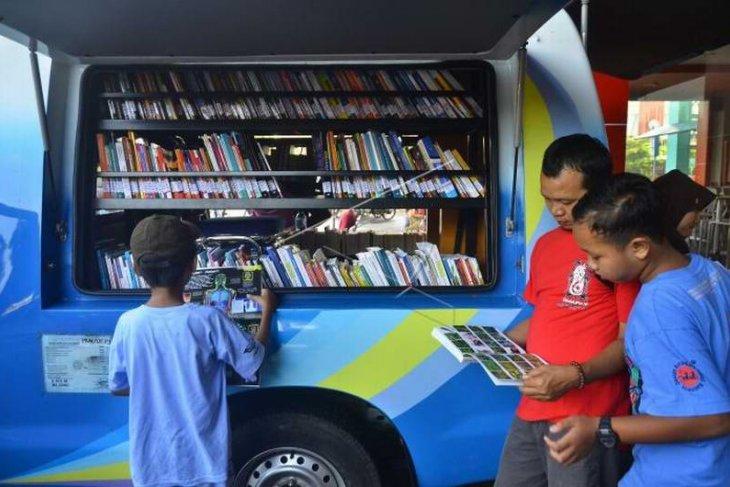 Mobil perpustakaan keliling