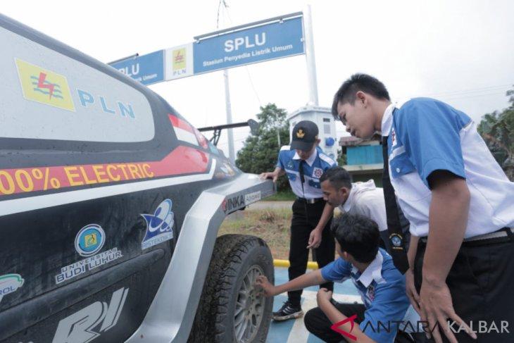 Rombongan Mobil Listrik PLN-ITS Explore tiba di Ketapang