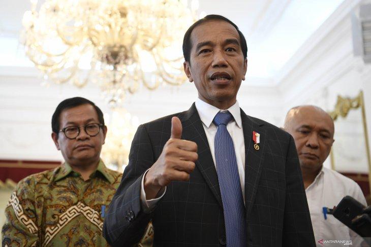 Jokowi urges Twitter users to stop uninstalling Bukalapak