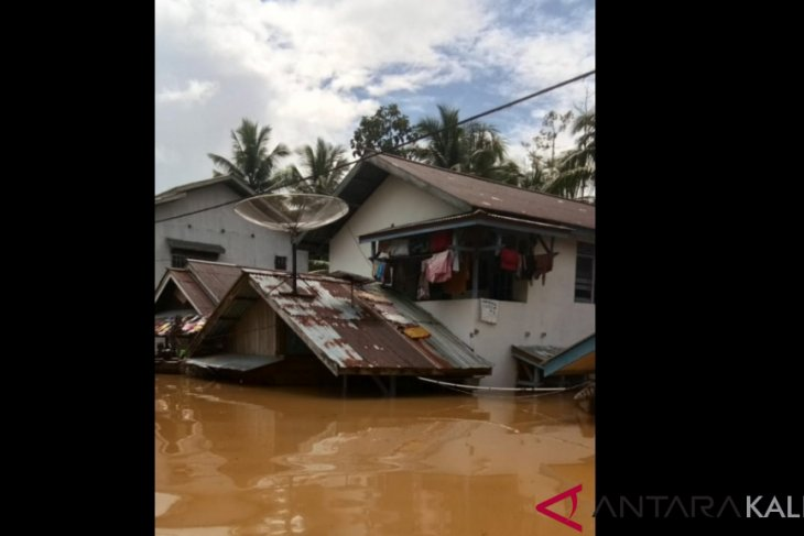 268 families evacuate due to flood in W Kalimantan