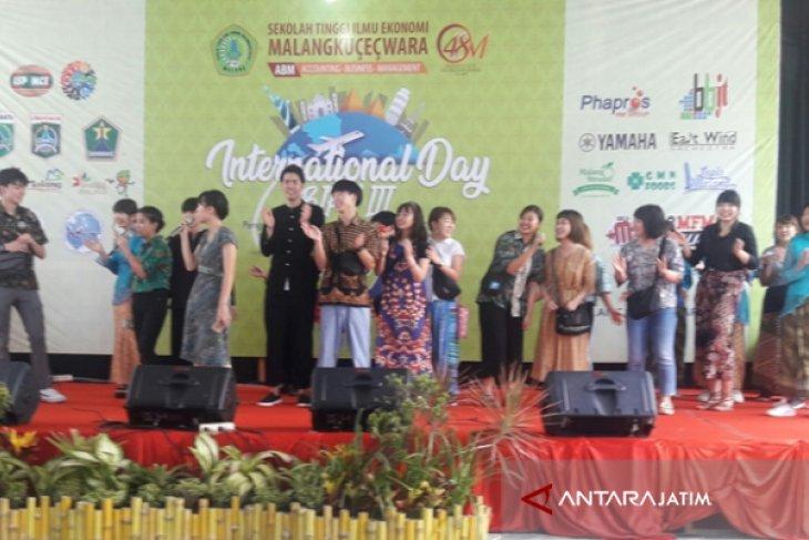 Mahasiswa Asing 22 Negara Pamer Kuliner di STIE Malangkucecwara