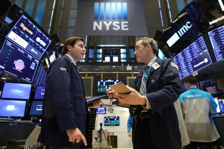Wall Street ditutup lebih tinggi didukung lonjakan Nike dan data positif