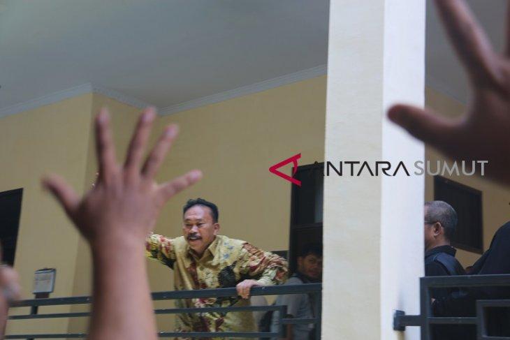 Usai sidang, Bonaran ucapkan terima kasih kepada Akbar Tanjung
