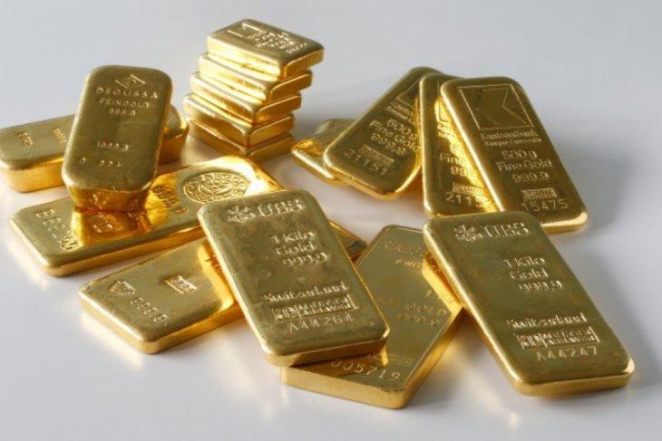 Emas berjangka berbalik naik karena dolar AS melemah