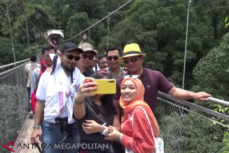 Gubernur Jabar targetkan kunjungan wisatawan 100 juta orang