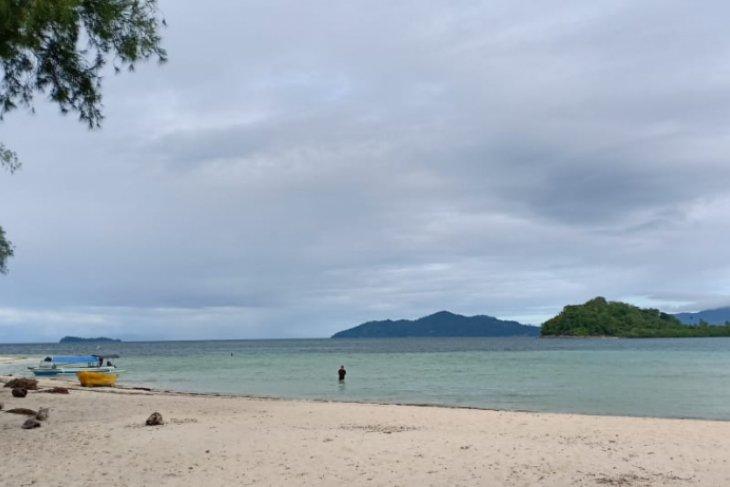 DPRD Gorut minta pemda perkuat promosi wisata bahari