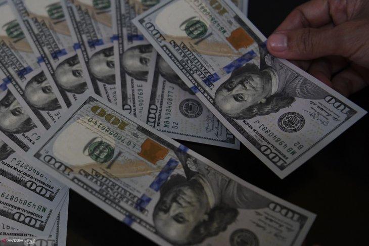Dolar AS melemah karena selera terhadap aset berisiko berkurang