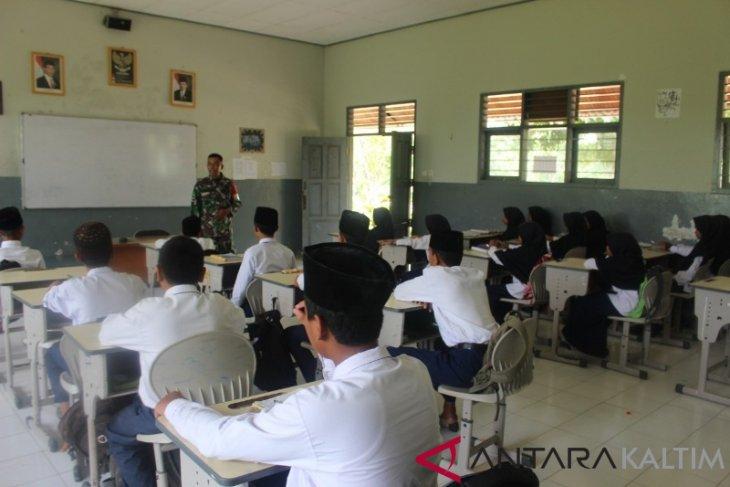 Kodim Penajam Berikan Penyuluhan Kepada Warga Dan Pelajar