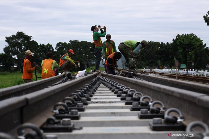 Governor plans to build railroad in South Sulawesi
