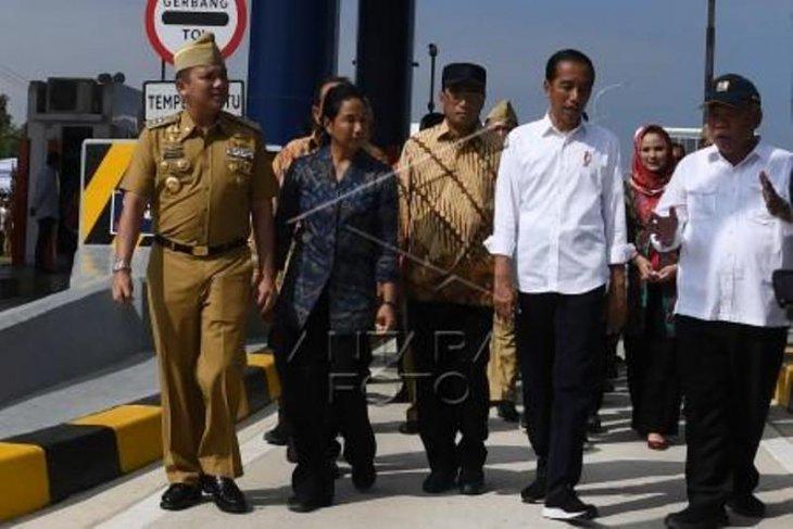 Jokowi inaugurates longest toll road in Lampung