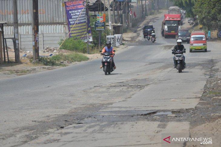 Pelebaran jalan raya Cikarang-Cibarusah Bekasi tahun ini