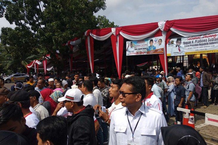 Ribuan warga Jambi tunggu kedatangan Prabowo