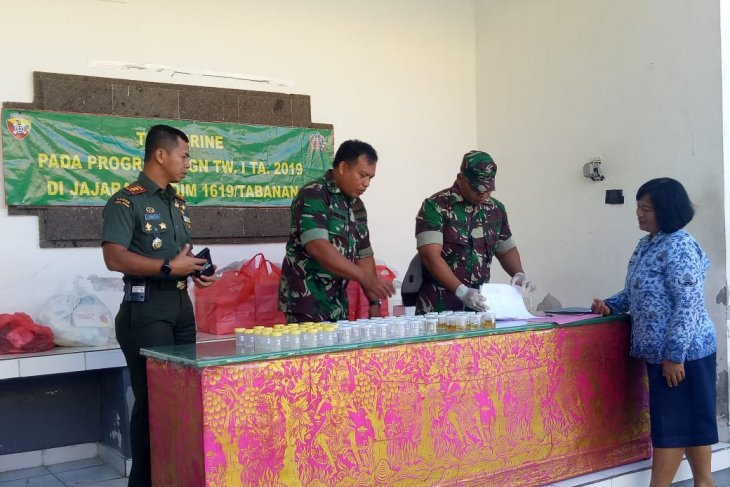 Kodim Tabanan-Bali tes urine anggota perangi narkoba