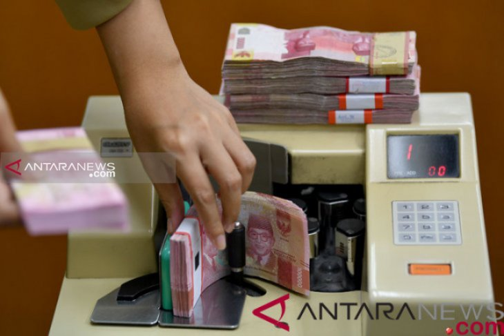 Rupiah strengthens as investors brace for Fed's announcement