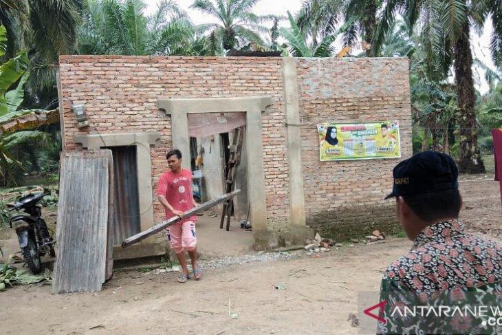 Puting beliung  landa Labura,  seorang tewas dan puluhan rumah rusak